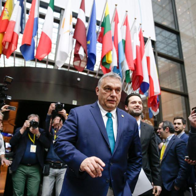 Mađarski premijer Viktor Orbán lakše se nosi s vanjskim pritiscima nego s sve jačim djelovanjem oporbe