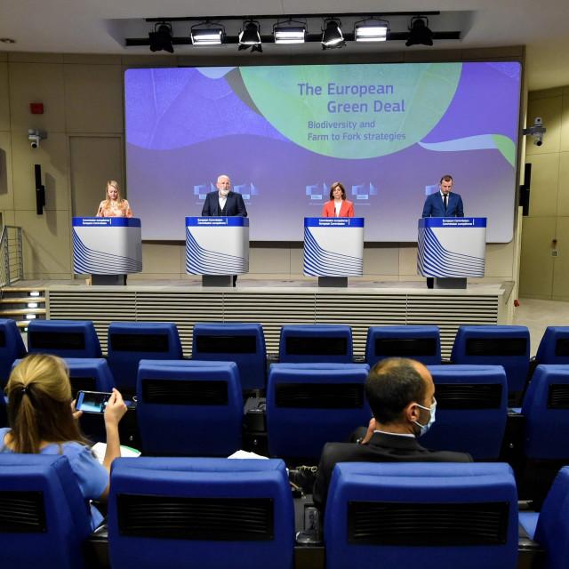 Frans Timmermans, potpredsjednik Komisije, Stella Kyriakides, čpovjerenica za zdravstvo i Virginijus Sinkevičius, povjerenik za okoliš i oceane