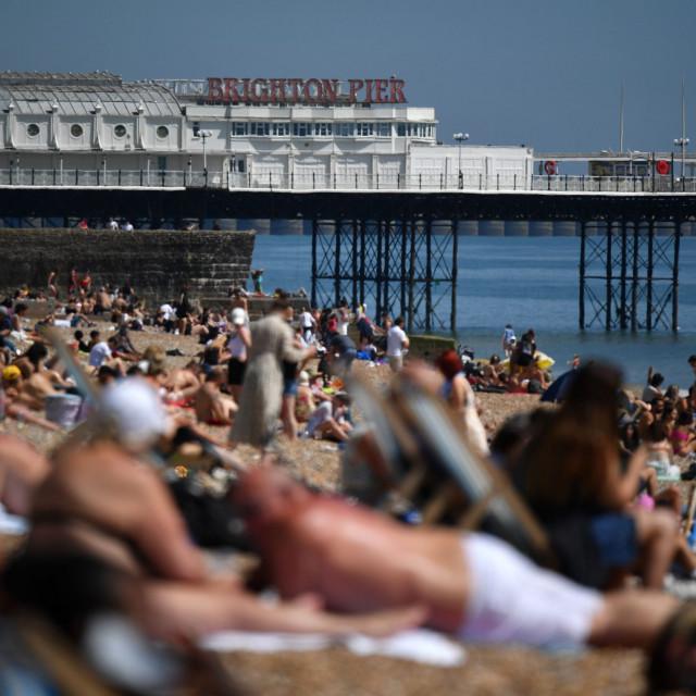 gužva na plaži u Brightonu
