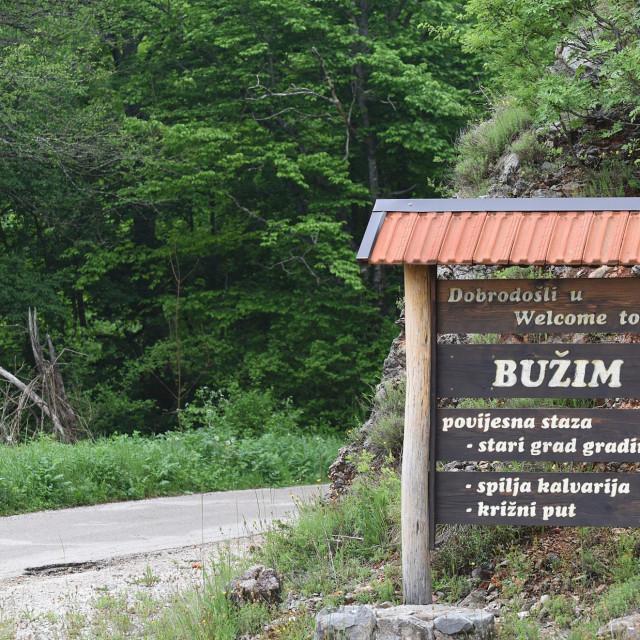 Umirovljeni kosarkaš Milan Ćaćić Majk rasprodao je svu imovinu u Zagrebu da bi se vratio u Bužim.