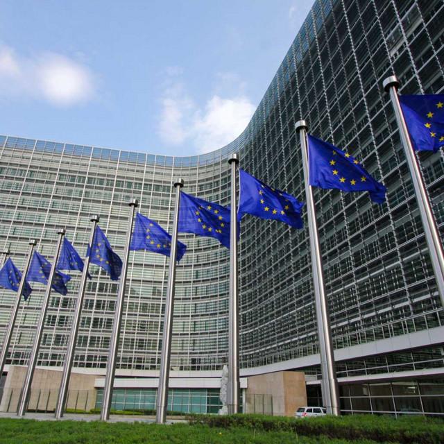 """Komisija planira proširiti čisti promet kroz 20 milijardi eura vrijedan plan zajmova i jamstava kojim bi potaknuli prodaju """"čistih"""" vozila"""