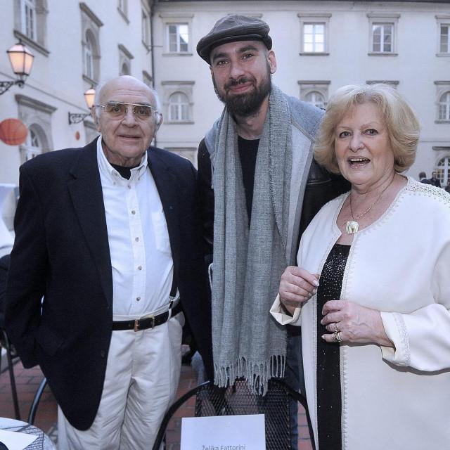 Petar Krešimir Ćosić u društvu Željke i Ivana Fattorinija na prošlogodišnjoj promociji autobiografije njegova oca