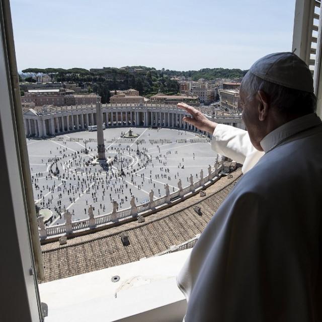 Papa Franjo pozdravio je posjetitelje