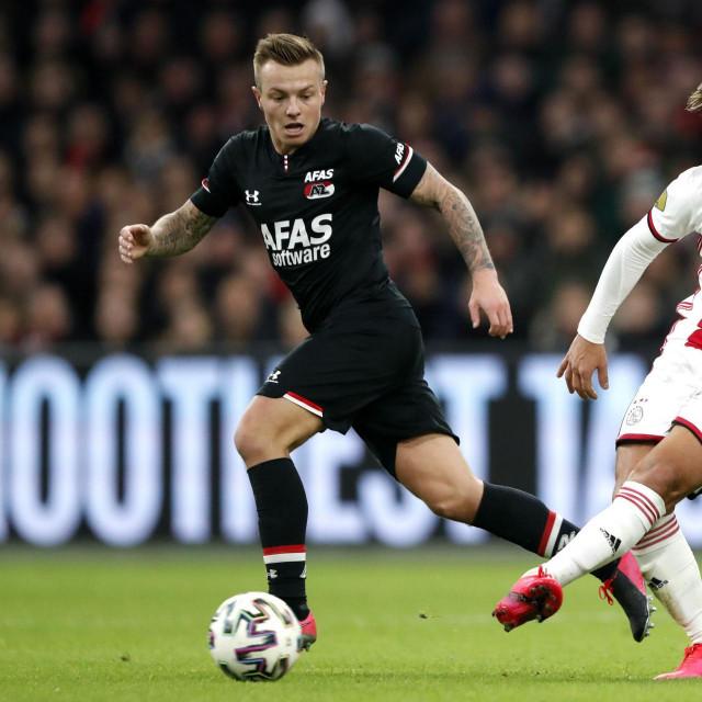 Alkmaarov veznjak Jordy Clasie (lijevo) u utakmici protiv Ajaxa
