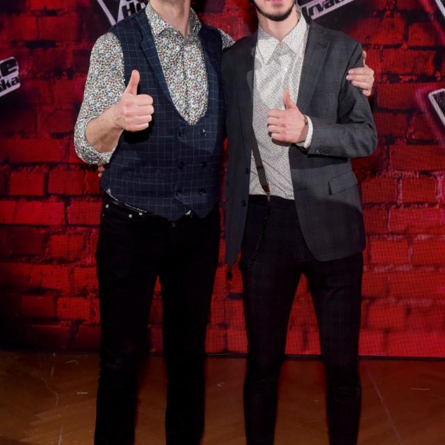 Pobjednik treće sezone The Vocie Hrvatska Vinko Ćemeraš sa svojim mentorom Davorom Gopcem.