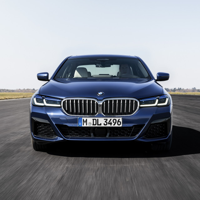 2021-BMW-5-Series-Sedan-Touring-21
