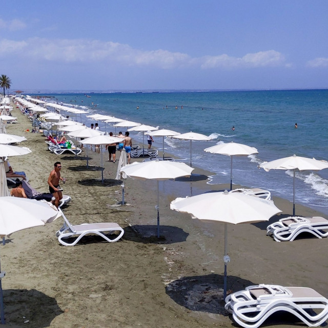 Plaža Mackenzie u gradu Larnaca na Cipru