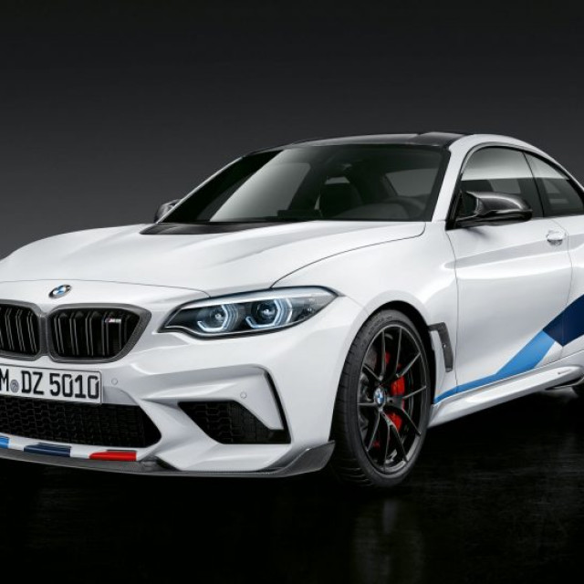 BMW-M2-Competition-with-original-accessories-1-768x540