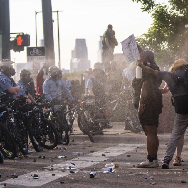 prosvjedi u Minneapolisu