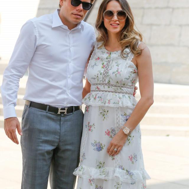 Na fotografiji: Ognjen Vukojević sa suprugom Andreom Ćupor.