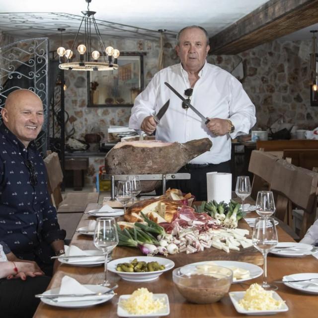 Kerum sa suradnicima: Mirandom Ivanišević Dvornik, Davorom Grčićem Gagom i Igorom Stanišićem