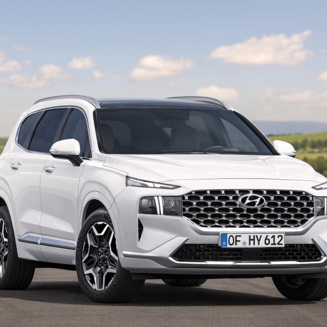 2021-Hyundai-Santa-Fe-20-2