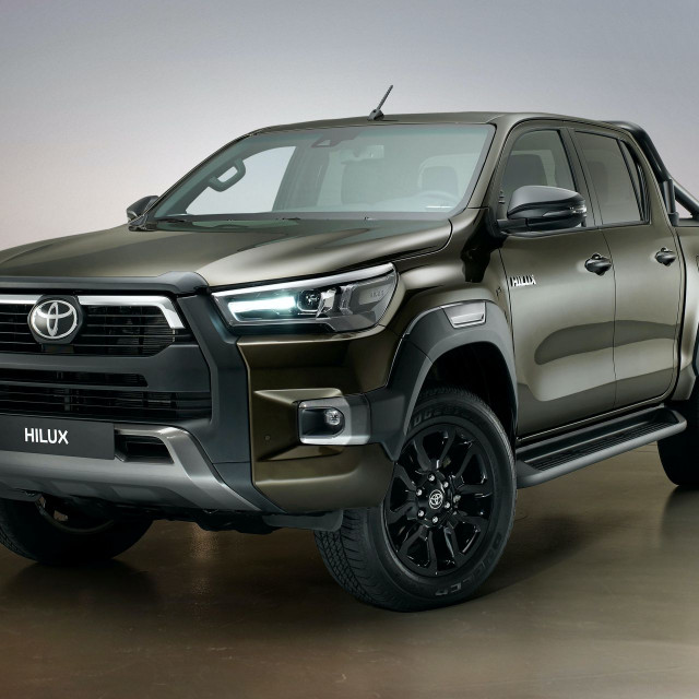 2021-Toyota-Hilux-Invincible-Euro-spec-2