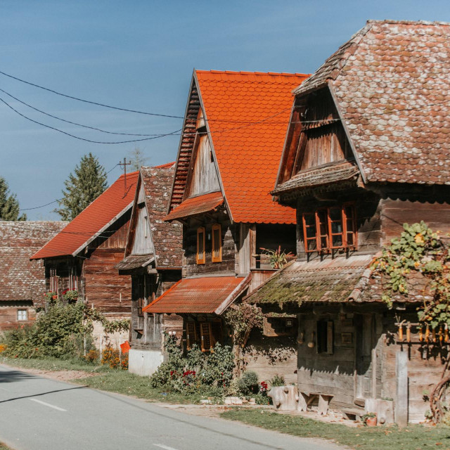 Tipična star arhitektura u Lonjskom polju