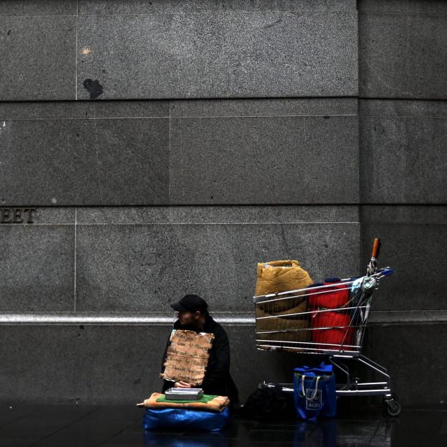Ilustracija: beskućnik na ulici