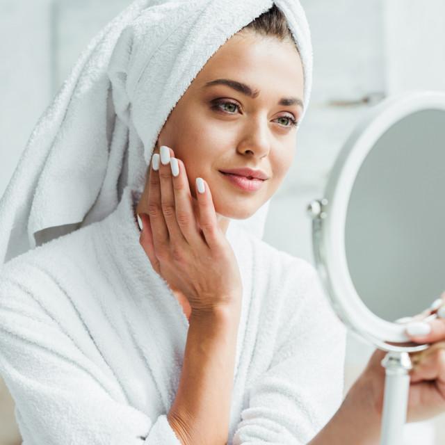 Hijaluronska kiselina je prirodni sastojak kože potreban za njezinu vlažnost i elastičnost