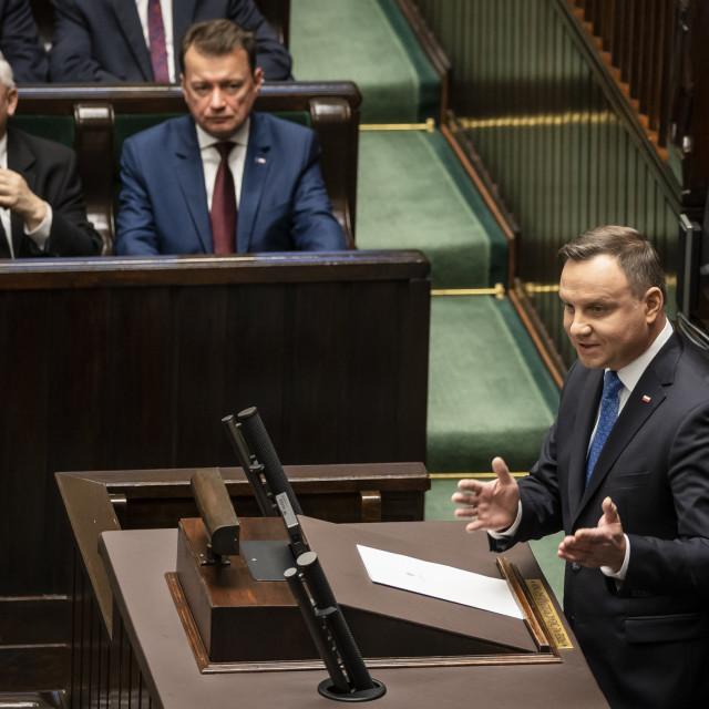Poljski predsjednik Andrzej Duda za govornicom parlamenta, a sluša ga Jaroslaw Kaczynski (prvi slijeva), predsjednik PiS-a