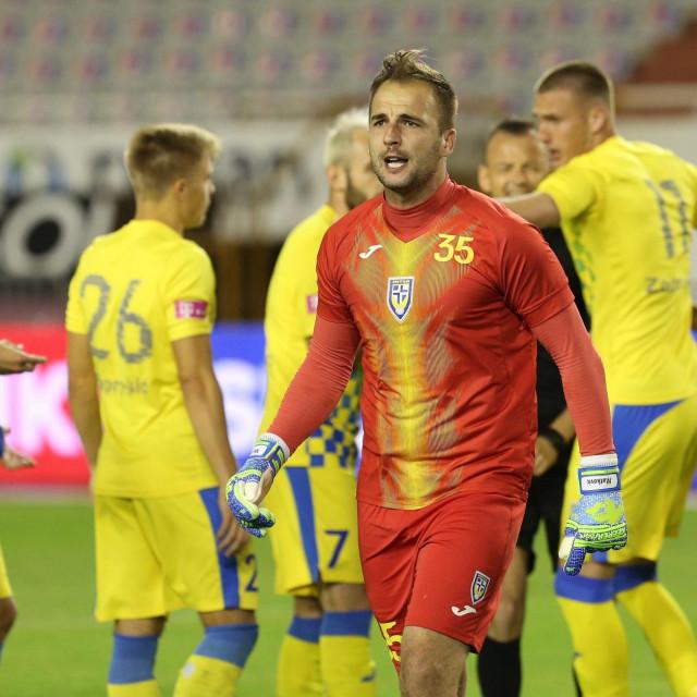 Vratar Intera Mladen Matković bijesni na suce zbog ponavljanja penala
