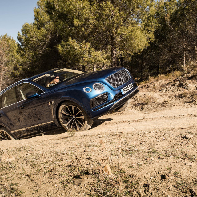 Bentley-Bentayga-02