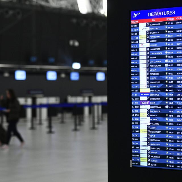 Novi putnički terminal Zračne luke Franjo Tuđman otvorio je svoja vrata za putnike. Prvi let je bio onaj Croatia airlinesa na relaciji Zagreb - Dubrovnik, a prvi dolazni Quatar airwaysa na relaciji Doha - Zagreb