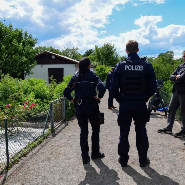 Policija ispred vikendice osumnjičenika iz Muenstera