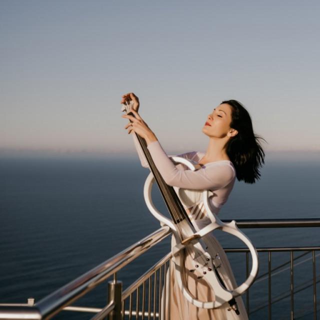 Ana Rucner svira u čast početka ljeta na Srđu u zoru