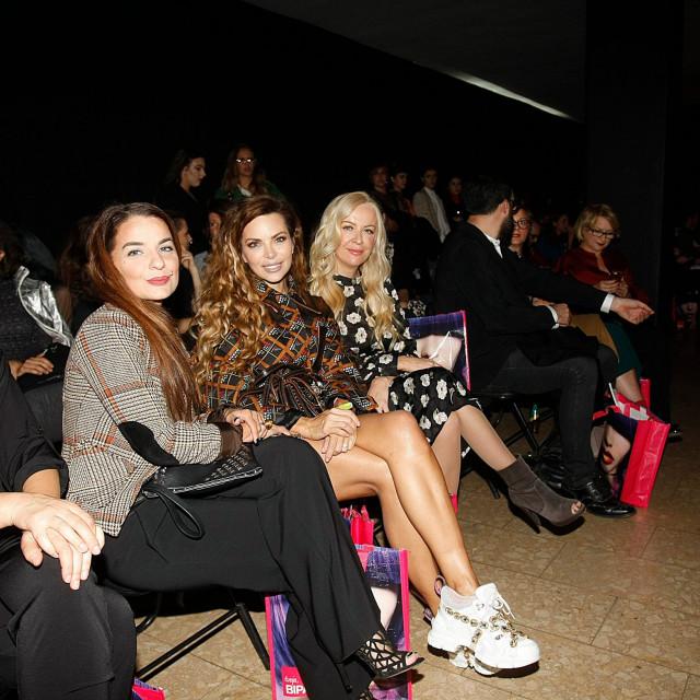 Nikolina Pišek i na modne događaje nerijetko ide u 'ružnim tenisicama', udoban je to trend koji voditeljica obožava