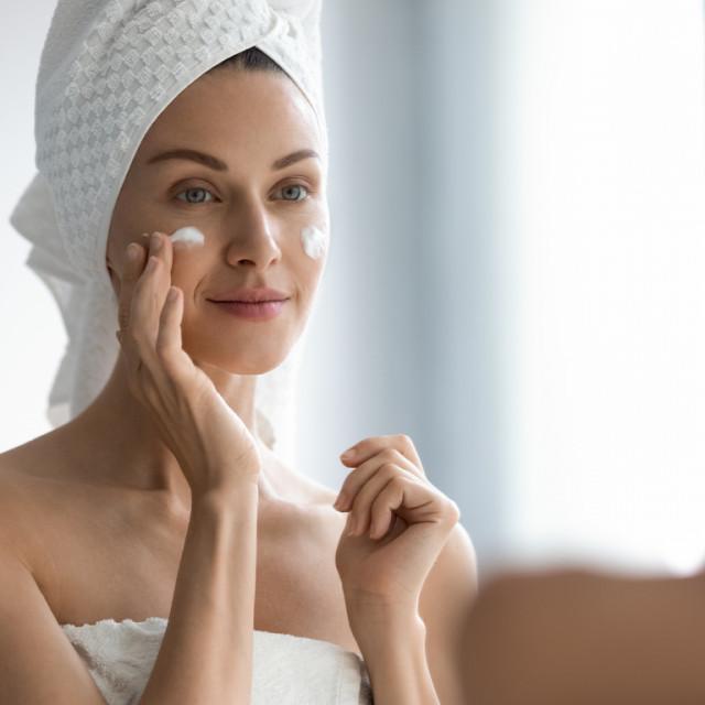 Promjene na koži koje nastaju zbog djelovanja godina i sunca na koži