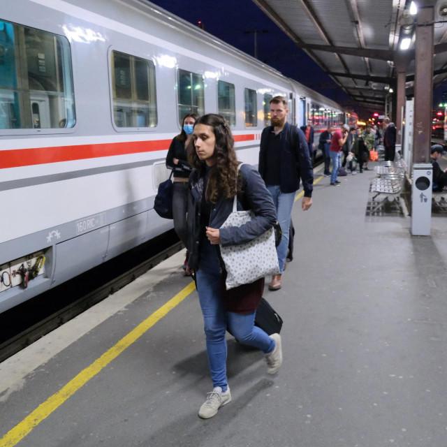 <br /> Dolazak vlaka iz Osijeka