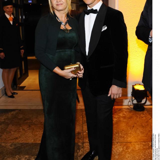 Schumacher je sa suprugom Corinnom u braku dugi niz godina.