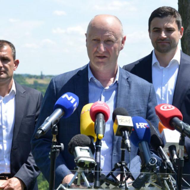 Matija Posavec (lijevo) i Davor Bernardić