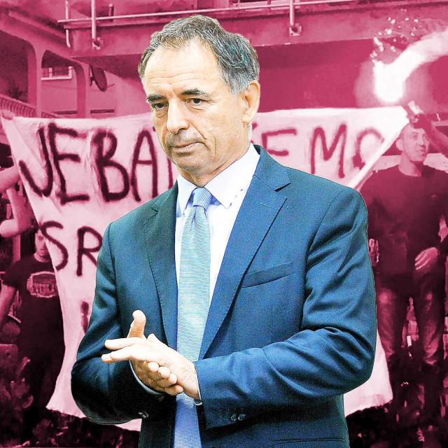 Milorad Pupovac i navijači sa skandaloznim transparentom