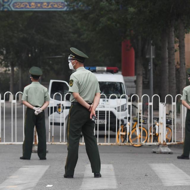 Policija ispred zatvorene tržnice Xinfadi