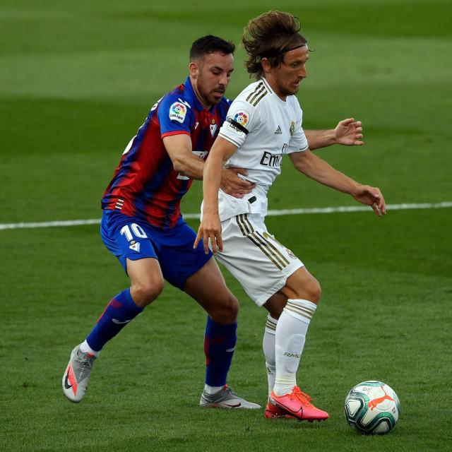 Luka Modrić protiv Eibara