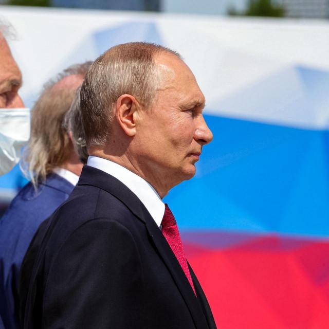 Vladimir Putin (desno)
