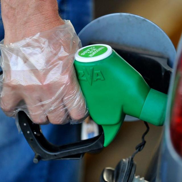 Točenje goriva, ilustracija