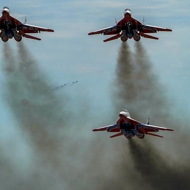 MiG-ovi 29UB u letu