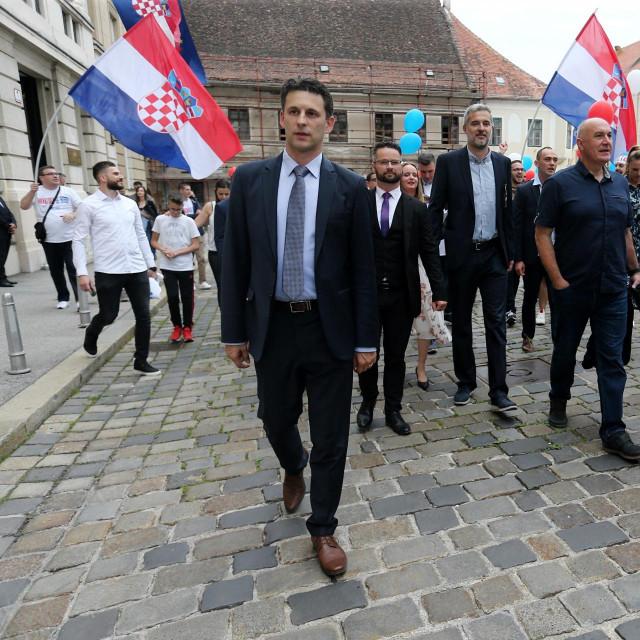 Predstavnici stranke MOST nezavisnih lista predali su kandidacijsku listu za parlamentarne izbore Drzavnom izbornom povjerenstvu u Saboru