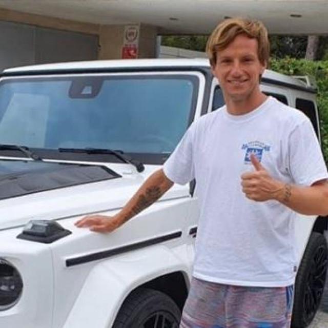 Ivan Rakitić i novi auto u garaži