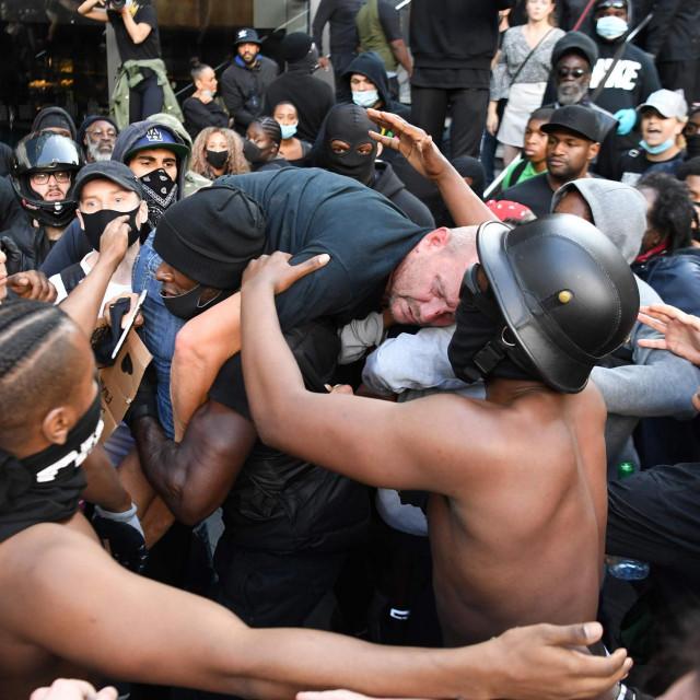 Neredi u Londonu