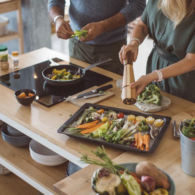 Svi koji jedu mnogo slane hrane i često dosoljavaju jela mogu posumnjati na visoki krvni tlak