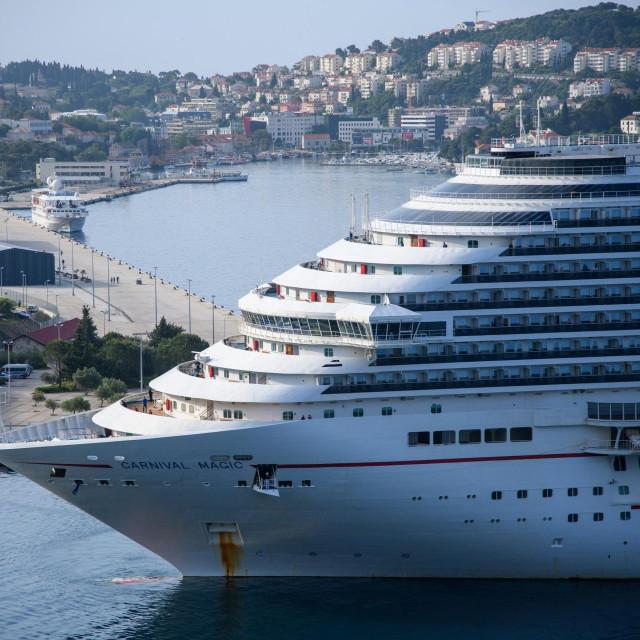 Dubrovnik, 200520.<br /> Pomorci nakon mjeseci provedenih u izolaciji na brodovima uplovili kruzerom Carnival Magic u grusku luku.<br />