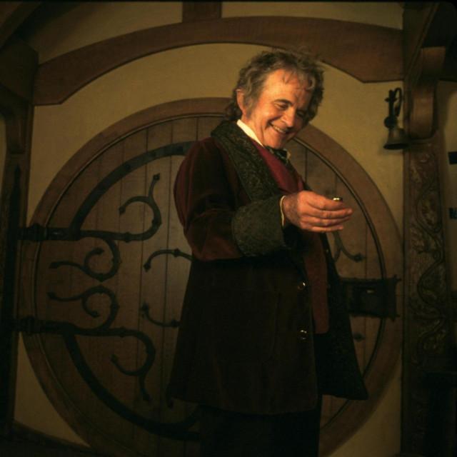 """Ian Holm kao Bilbo Baggins u filmu """"Gospodar prstenova: Prstenova družina"""""""