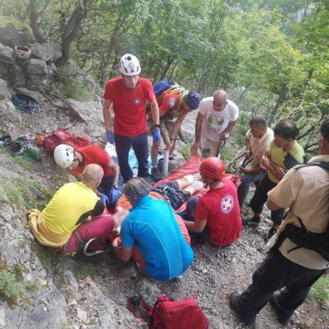 HGSS-ova akcija spašavanja ozlijeđenog penjača