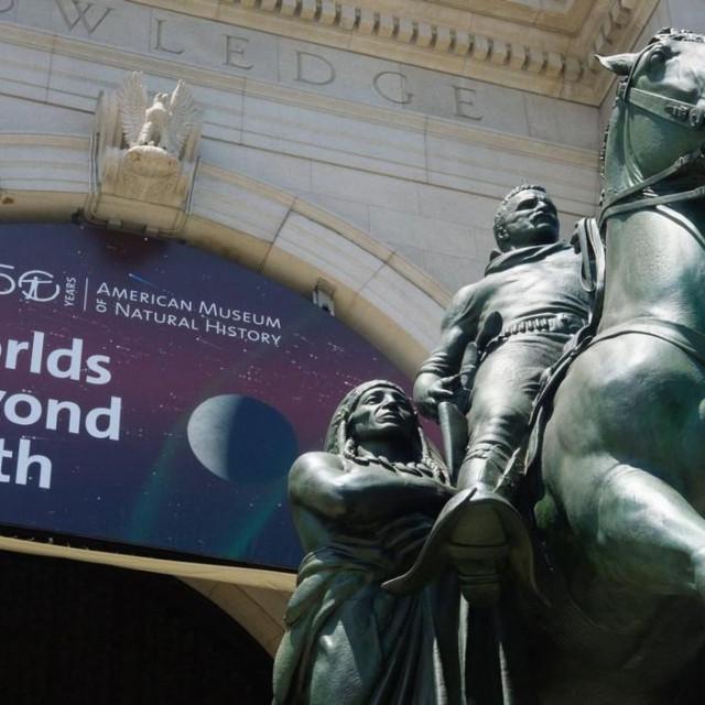 Kip Theodorea Roosevelta na ulazu u Američki prirodoslovni muzej