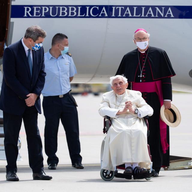 Papa u miru Benedikt XVI. na povratku iz Muenchena u Vatikan