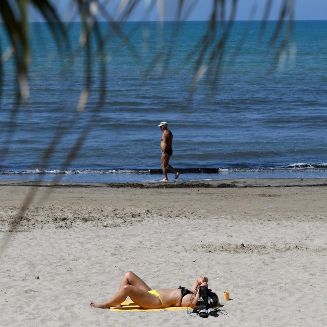 Plaža u Albaniji<br /> (Photo by Gent SHKULLAKU/AFP)