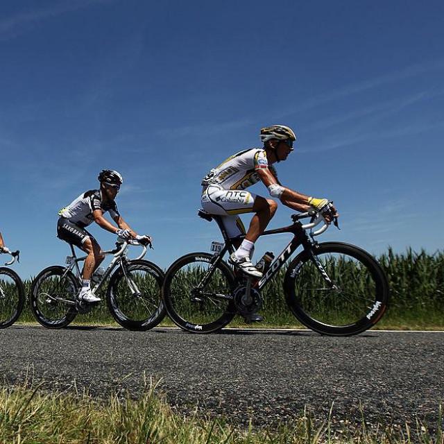 Sivcov predvodi kolonu na etapi Toura 2010.