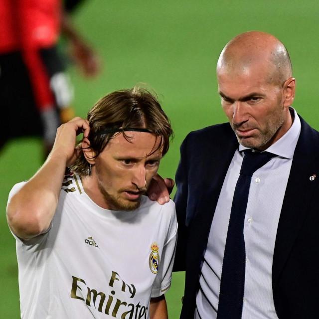 Luka i trener u jednom od razgovora tijekom utakmice