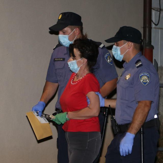 Privođenje osumnjičene u Policijsku postaju Pula-Pola